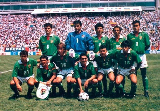 Milton Melgar (number 8) at the 1994 FIFA World Cup for Bolivia