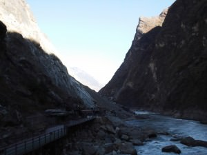 viewing platform at tiger leaping gorge