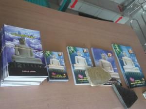 Jonny Blair sees souvenirs at the Samade Buddha in Kurunegala