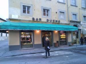 Eating pizza in Pisa at Bar Duomo