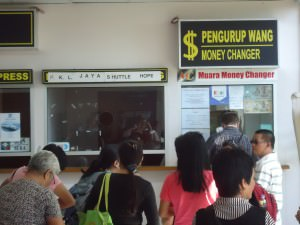 changing money in Serasa Brunei