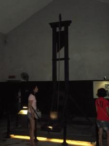 guillotines hoa lo prison hanoi hilton