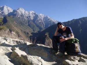 hiking in yunnan mountains