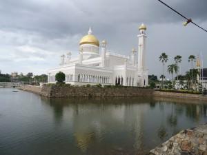 the omar ali saifuddien mosque bandar seri begawan brunei