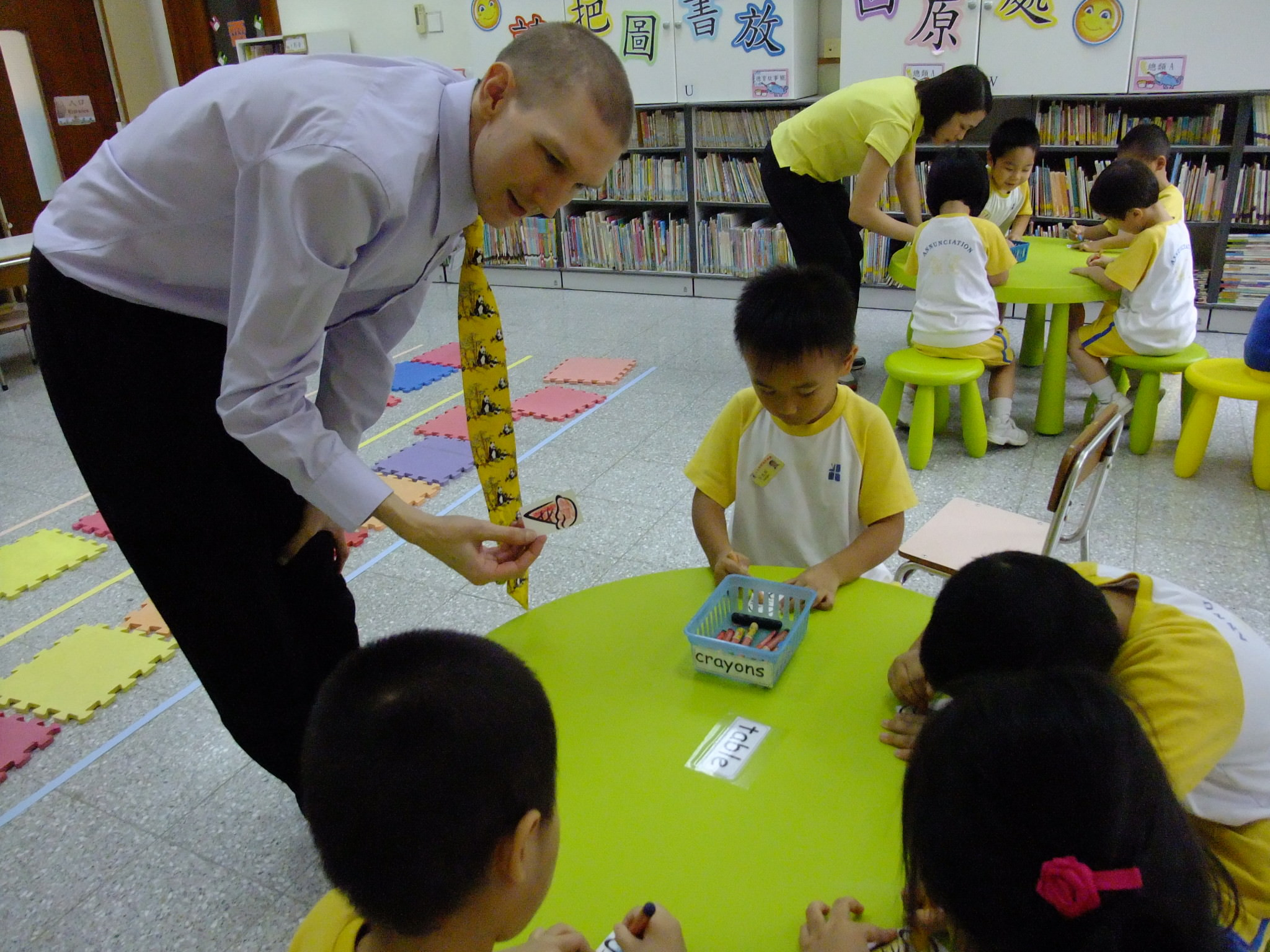 teaching in hong kong Teach english in hong kong through reach to teach recruiting te aching english in hong kong is the perfect opportunity for you if you're looking to immerse yourself in a culture that blends eastern and western ideals beautifully.