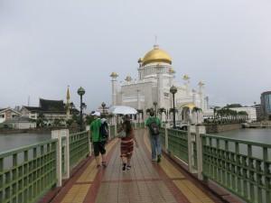 backpacking in brunei mosques bandar