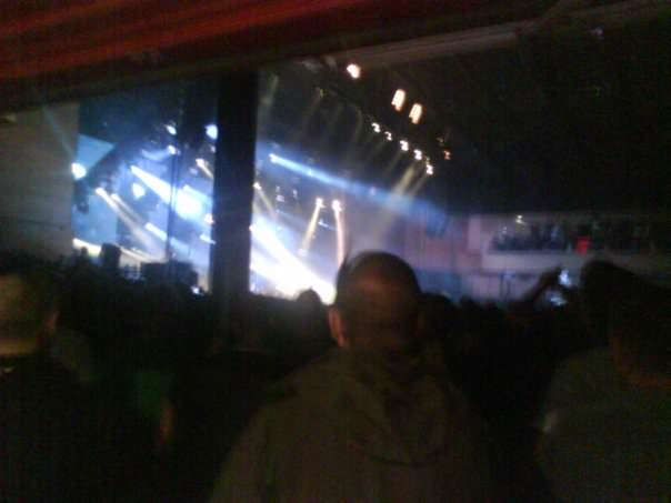 barman at oasis concert