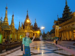 backpacking in yangon shwe dagon pagoda