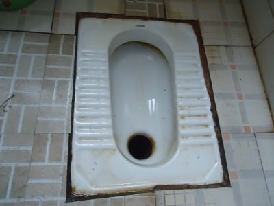 chinese toilet doing a shit