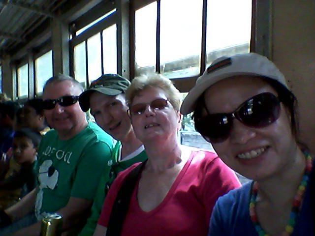 train in sri lanka mum and dad
