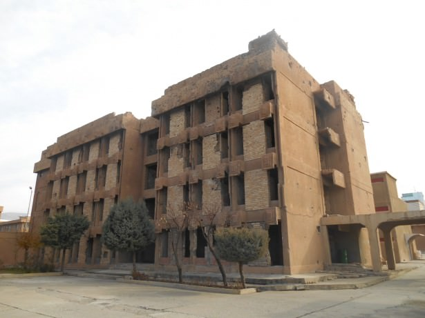 big building amna suraka