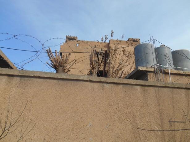 amna suraka iraq barbed wire