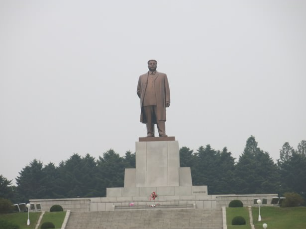 kim il song monument