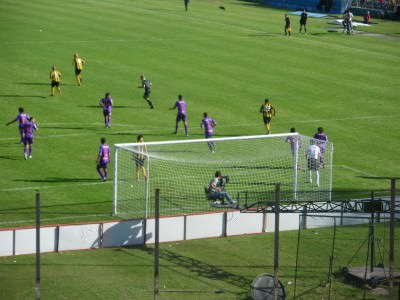 Penarol at home to Defensor Sporting.
