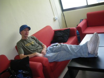 backpackers signing contracts