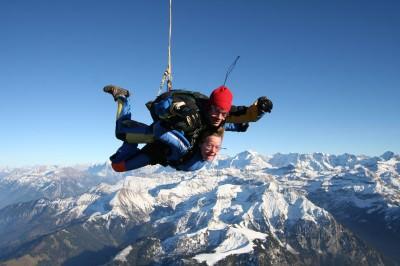 World Travellers: Megan goes skydiving!