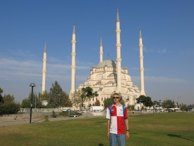 Admiring the Sabanci Mosque in Adana - the largest in Turkey apparently!