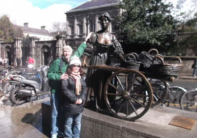 The famous Molly Malone statue and wheelbarrow, in Dublin's Fair City!