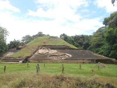 Backpacking in El Salvador: Touring the Ruins of Casa Blanca, Chalchuapa