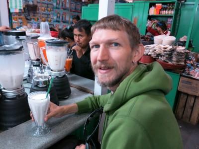 5 Quetzals for a delicious fruit smoothie in Mercado Democracia!