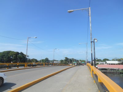 The bridge to the bus 'station' in Puerto Cortes.
