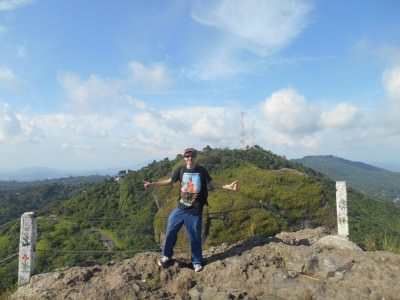 Enjoying the freedom and views from Puerta del Diablo, El Salvador