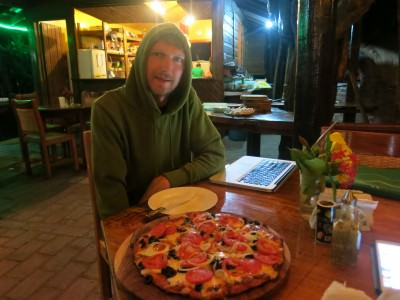 Mixing wifi in the bar with eating pizza!