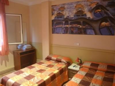 My cosy room in Hostal Barcelona.