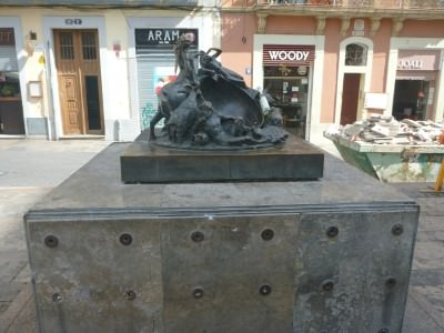 The sundial which is wrong by one hour in Placa del Sol