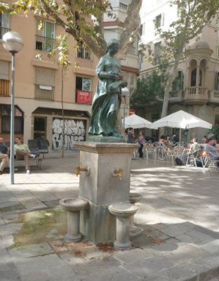 The statue in Placa de la Verreina.