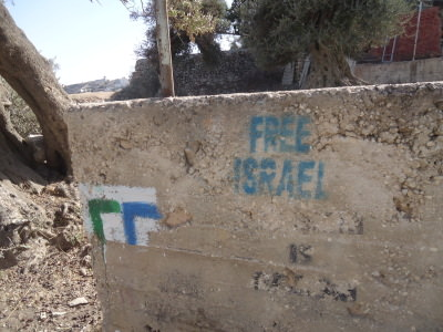 Ironic grafitti in a town controlled by Israelis, Hebron: Free Israel