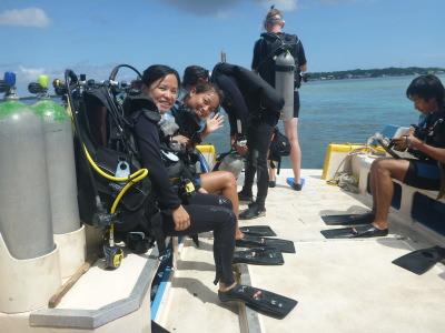 Panny and Jamie - 2 Hong Kong girls on the boat.