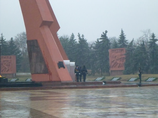 Soldiers at the Eternal Flame Memorial.