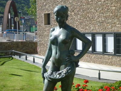 The nude juvenile