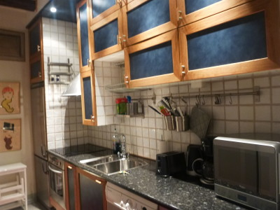 Full working kitchen for cooking in.