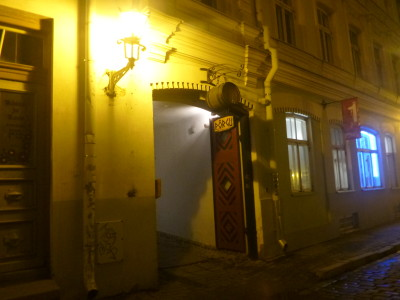The less than noticeable entrance to Porgu Bar