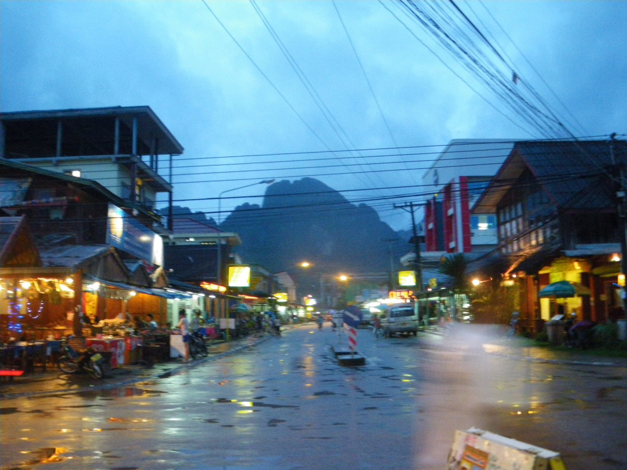 Backpacking in laos staying at vang vieng guesthouse for Domon river guesthouse vang vieng