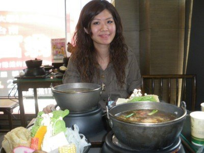 The lovely Eva Jun introduces us to the Taiwanese hotpot in the city of Tainan in 2009