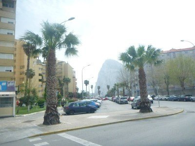 You can see the Gibraltar Rock from La Linea so it's easy to find your way to the border