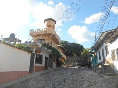 Sol de Copan is on this street
