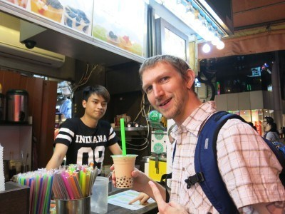 Buying Taiwanese takeaway tea in Mong Kok