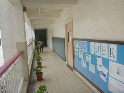 The corridor leading to the classroom