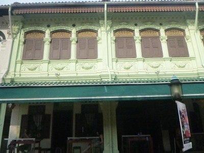 Green Kiwi hostel by day