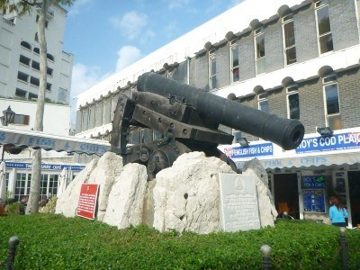 A cannon in Casemates Square
