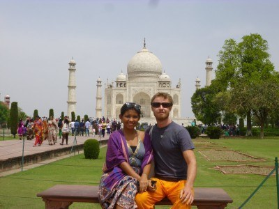 ​World Travellers: Kach and Jonathan, Two Monkeys Travel at the Taj Mahal in India