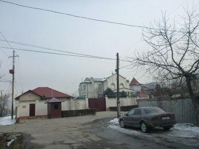 The Tajikistan Embassy at the end of Zhigulevski Street