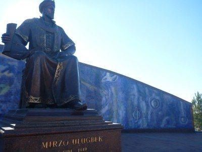 Mirzo Ulugbek statue