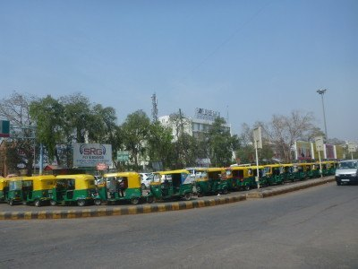 Madness of tuk tuks in Ahmedabad station