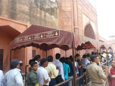 The queue for Taj Mahal at East Gate
