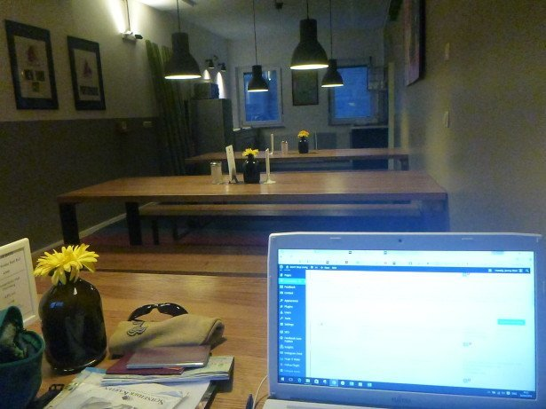 Travel blogging in the Five Reasons Hotel and Hostel
